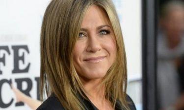 Οι νέες φωτογραφίες με το κορμί της Jennifer Aniston μας έχουν προβληματίσει υπερβολικά