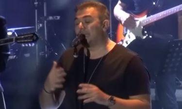 Ρίγη συγκίνησης όταν ο Ρέμος μίλησε από καρδιάς σε συναυλία του για τον Παντελίδη