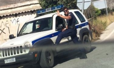 Αυτός είναι ο «καυτός» αστυνομικός από την Κρήτη που έγινε viral
