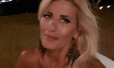 Πανέμορφη και νεότατατη η μητέρα γνωστού Έλληνα τραγουδιστή