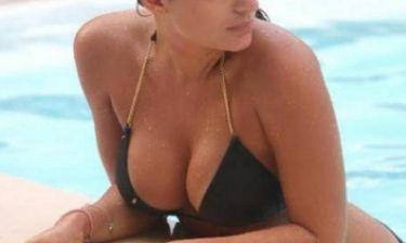 Απίστευτο σκύψιμο από Ελληνίδα τραγουδίστρια! (photos)