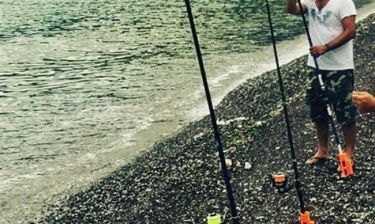 Ποιος Ρόκκος; Ποιος Λιάγκας; Αυτός ο Έλληνας τραγουδιστής είναι ο καλύτερος ψαράς
