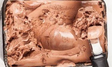 Λαχταριστό σπιτικό παγωτό σοκολάτας χωρίς αυγά