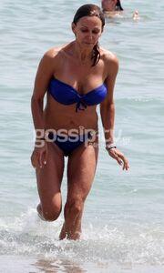 Έλλη Κοκκίνου on the beach