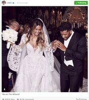Nτύθηκε νυφούλα γνωστή τραγουδίστρια - Η πρώτη φωτογραφία από τον γάμο της