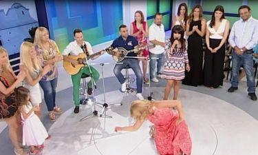 Η Μαραγκόζη τραγουδά και η Κουτσελίνη ρίχνει ζεμπεκιά