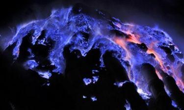 Τι κάνει ένα ηφαίστειο... μπλε;