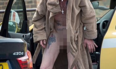 Εικόνες που σοκάρουν: Σε άθλια κατάσταση και γυμνός στους δρόμους ο…