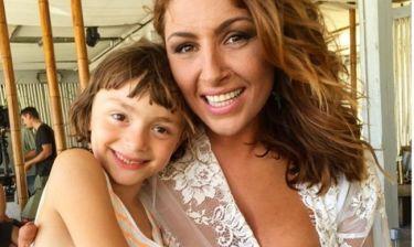 Έλενα Παπαρίζου: Τρυφερές αγκαλιές με την κόρη της Αλεξάνδρας Πασχαλίδου