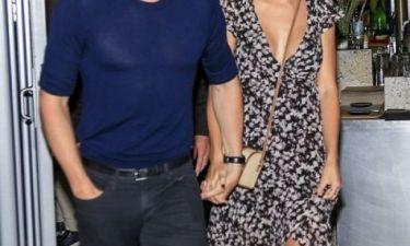 Εδώ γελάμε: Το διάσημο ζευγάρι σχεδιάζει να παντρευτεί έπειτα από... ένα μόλις μήνα σχέσης