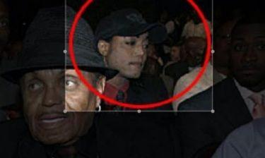 Τελικά ο Michael Jackson ζει; Η νέα εικόνα που κάνει το γύρο του διαδικτύου!