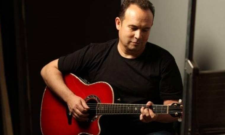 Κώστας Μακεδόνας: Τραγουδάει με τους φίλους του σε μεγάλη συναυλία