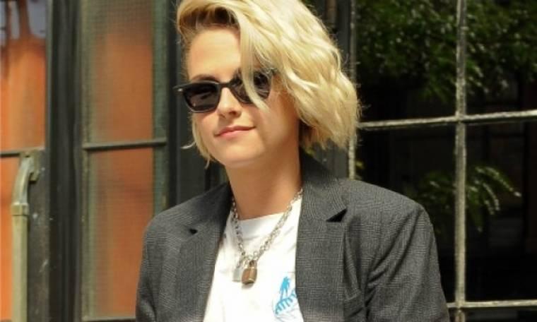 Πώς φορούν το τζιν σορτσάκι τα πιο cool κορίτσια της showbiz; Η Kristen Stewart ξέρει!