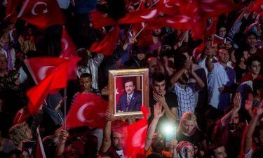 Εκκαθαρίσεις παντού εν αναμονή «σημαντικών ανακοινώσεων» από τον Ερντογάν
