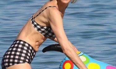 Έχει και αυτή τα ψεγάδια της: Το supermodel πήγε στην παραλία και ιδού τι είδαμε