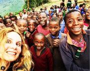 Έλενα Σκουλά: Από την Ουγκάντα στην Σύρο