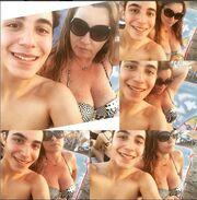 Πόπη Μαλλιωτάκη: Με το γιο της στην παραλία – Δείτε την με σέξι μαγιό