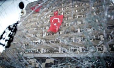 Βασανιστήρια και βιασμούς στα τουρκικά κέντρα κράτησης καταγγέλλει η Διεθνής Αμνηστία