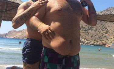Αντέχετε; Ανέβασε φωτογραφία του με μαγιό (και χωρίς ρετους) κι έγινε χαμός στο Instagram