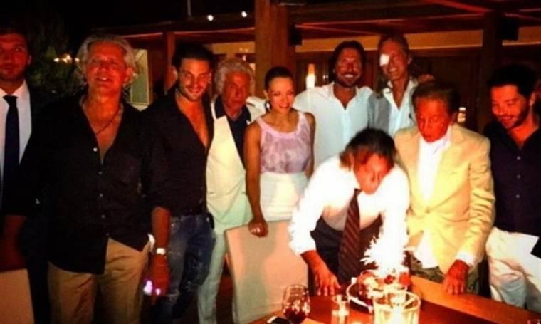 Ηλίας Ψινάκης: Λαμπερό πάρτι έκπληξη για τον Δήμαρχο Μαραθώνα