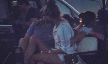 Δεν θα πιστεύετε ποια Ελληνίδα έκανε τον paparazzi και τράβηξε τον DiCaprio να ερωτοτροπεί με νεαρή