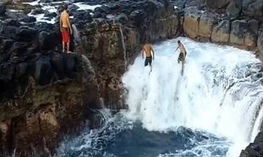 Προκαλώντας τα κύματα στην «Πισίνα του Θανάτου»