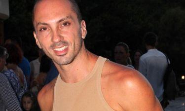Ιωάννης Μελισσανίδης: Κάνει τα μπάνια του σε πισίνα ξενοδοχείου