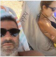 Παναγιώτης Στάθης: Η selfie σε παραλία των Κυθήρων με τη σύζυγό του
