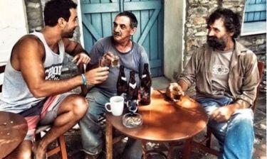 Σάκης Τανιμανίδης: Πίνοντας τις μπύρες του στην Ικαρία κάνει τον απολογισμό του (φωτό)