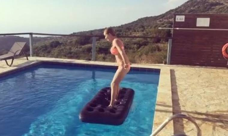 Νάντια Μπουλέ: Οι βουτιές της στην πισίνα, που «προκάλεσαν εγκεφαλικό» στο Instagram