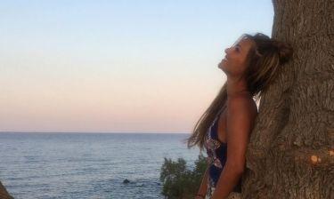 Η Ελένη Τσολάκη απολαμβάνει το ηλιοβασίλεμα