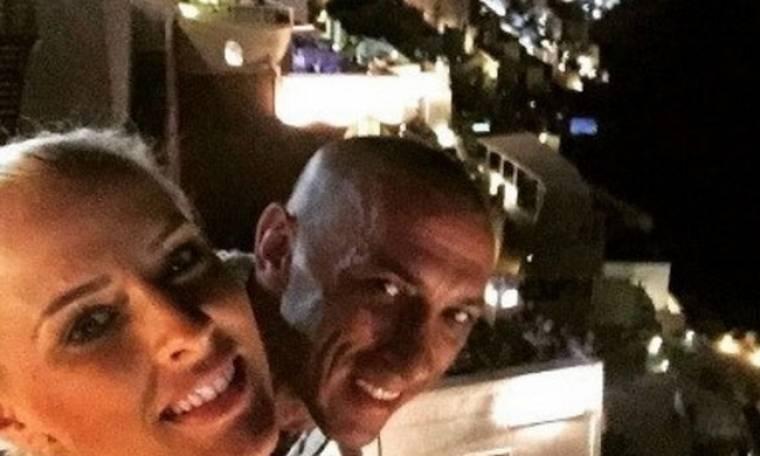 Ασημακοπούλου – Τσιρίλο: Ρομαντικές διακοπές στη Σαντορίνη