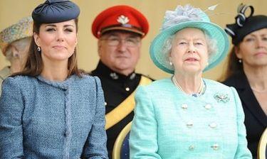 Η βασίλισσα Ελισάβετ είναι έξαλλη με την Kate Middleton και την... εγκυμοσύνη της