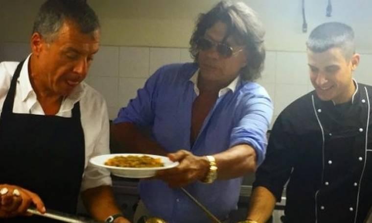 Θεοδωράκης - Ψινάκης: Σερβίρουν φαγητό σε κατασκηνώσεις για παιδάκια με ειδικές ανάγκες!