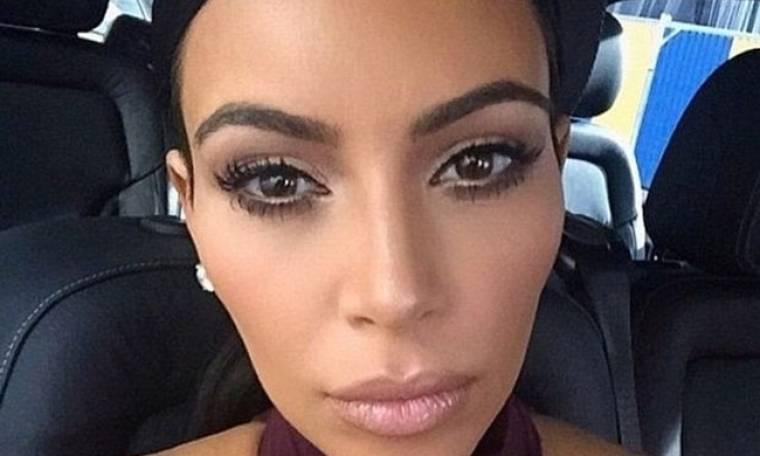 Μόνο η Kim Kardashian θα μπορούσε να παίξει τένις σχεδόν γυμνή