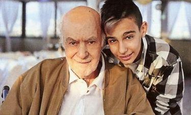 Ανδρέας Μπάρκουλης: Η συγκινητική φωτό του γιου του, Νίκου μετά την κηδεία και το μήνυμά  του