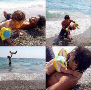 Φαίδων Κεφαλέας: Παιχνίδια με τον ανιψιό του στην θάλασσα