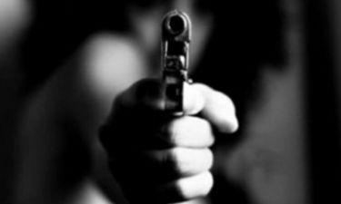 Σοκάρει τραγουδιστής: «Ήμουν με τη Σακελλαρίου… Έβγαλε πιστόλι μπροστά μας και μας πήραν τα αίματα»