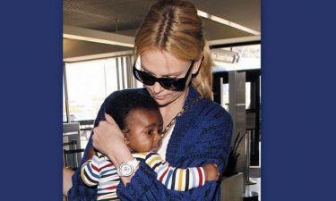 Άγριο κράξιμο στη Charlize Theron! Έντυσε το γιο της… πριγκίπισσα «Έλσα» από το Frozen