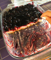 Τσακίζει το cheesecake της πεθεράς της