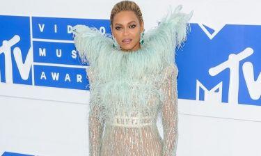 Θα πέσετε από την καρέκλα όταν μάθετε πόσο κόστισε η εμφάνιση της Beyonce στα MTV Awards