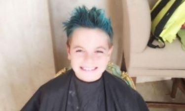 Διάσημη τραγουδίστρια επέτρεψε στον γιο της να βάψει τα μαλλιά του... μπλε!