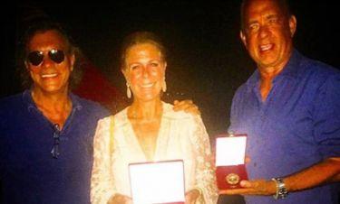 O Ηλίας Ψινάκης βράβευσε τον Tom Hanks και τη γυναίκα του