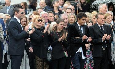 Πένθος για τον Hugh Jackman. Απαρηγόρητη η σύζυγός του