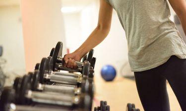 Κάνετε γυμναστική; Τι χυμό πρέπει να πίνετε μετά την προπόνηση