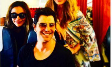 Η selfie γνωστής τραγουδίστριας με τον Ρουβά και την Βανδή μέσα στο αεροπλάνο