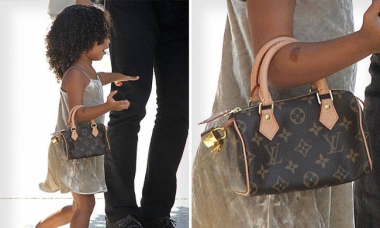 Είναι τριών χρονών και κυκλοφορεί με τσάντα…  Louis Vuitton
