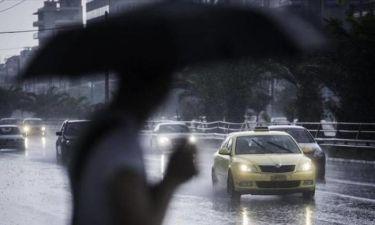 «Αγριεύει» ο καιρός την Κυριακή: Δείτε πού θα βρέξει (pics)