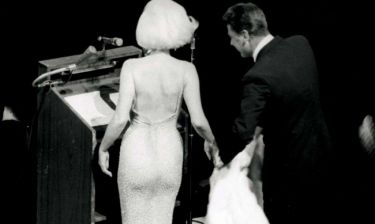 Στο «σφυρί» το φόρεμα της Monroe με το οποίο τραγούδησε το «Happy Birthday, Mr. President»