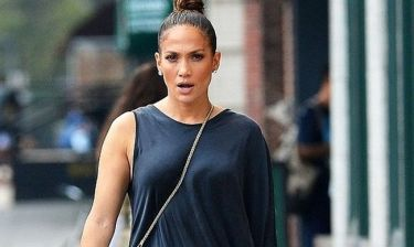 Τι τρέχει εδώ; Το τρυφερό τετ α τετ της Jennifer Lopez με σέξι και πανέμορφο παρουσιαστή